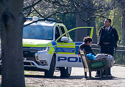 © Licensed to London News Pictures. 25/03/2020. London, UK. Police speak to a man on a bench in St James's Park  on the 2nd day of lockdown as Prime Minister Boris Johnson orders police to enforced the new social distancing rules. Meanwhile Prince Charles is confirmed to have contracted Covid19 as the crisis continues. Photo credit: Alex Lentati/LNP