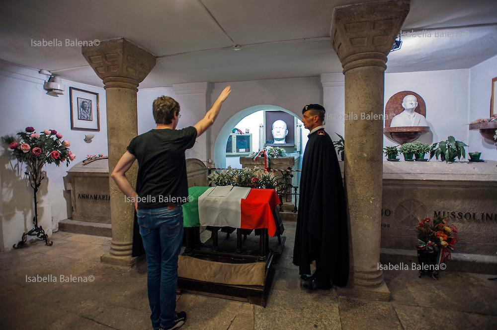 Predappio, (Forlì), Romagna, Italia. Cimitero Comunale, Cripta Mussolini. Mussolini's tomb.