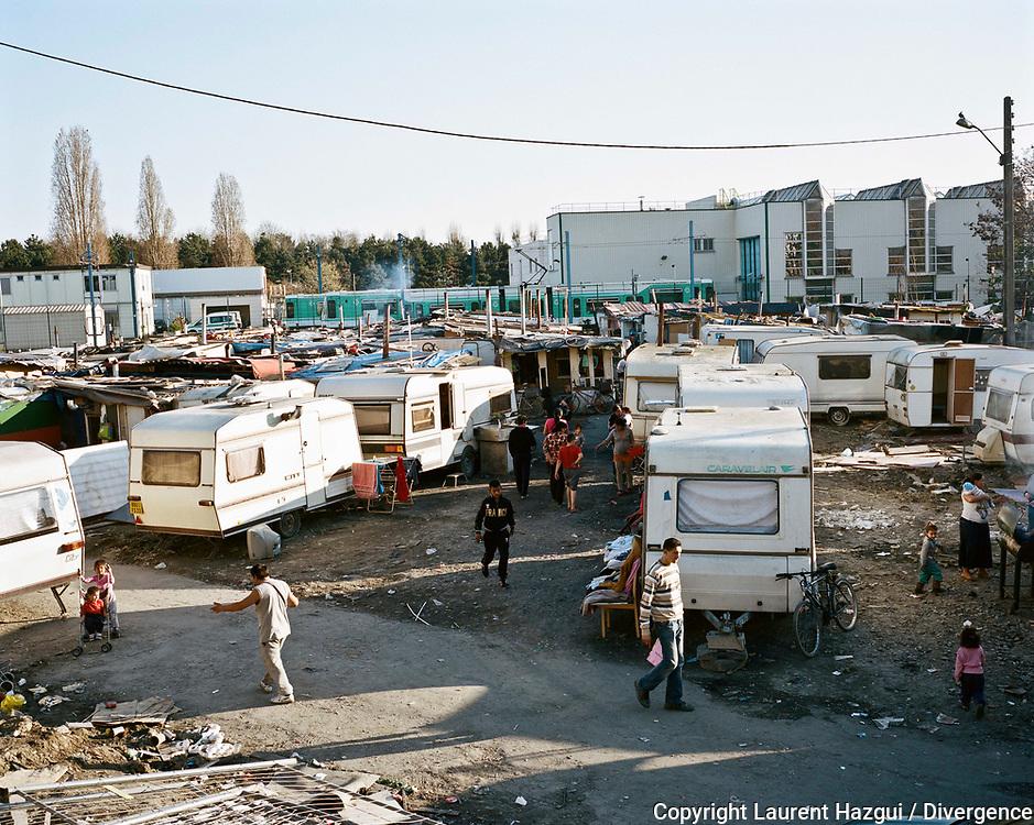 Mars 2014. Photo film 6x7. Reportage au camp rom du quartier des Coquetiers à Bobigny.