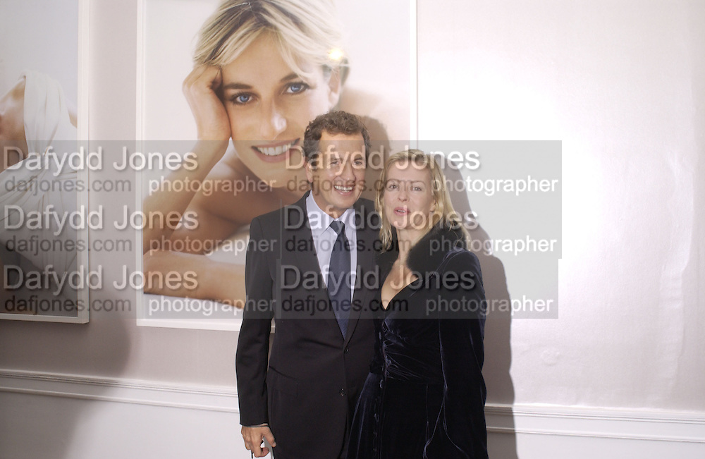 Mario Testino and Lady helen Taylor. The private view and Laurent Perrier champagne reception for Diana, Princess Of Wales By Mario Testino at Kensington Palace, London. November 22 November 2005. ONE TIME USE ONLY - DO NOT ARCHIVE  © Copyright Photograph by Dafydd Jones 66 Stockwell Park Rd. London SW9 0DA Tel 020 7733 0108 www.dafjones.com