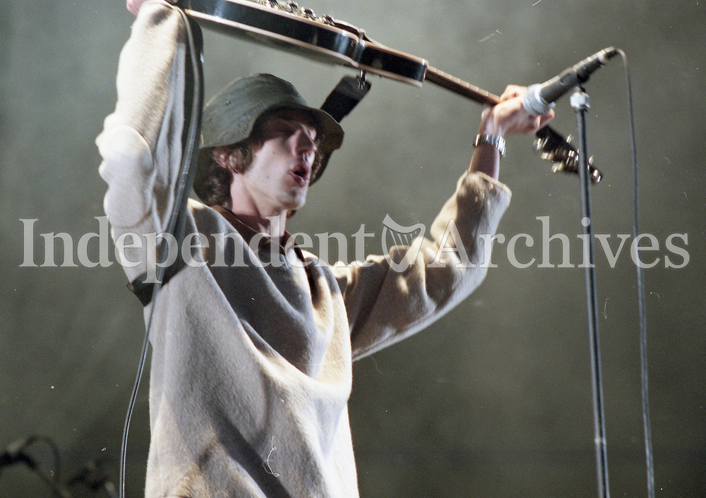 Richard Ashcroft of The Verve on stage during their concert at Slane, 29/08/1998 (Part of the Independent Newspapers Ireland/NLI Collection).