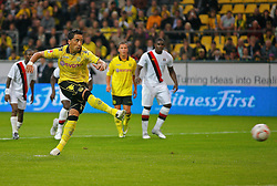 04.08.2010, Signal Iduna Park, Dortmund, GER, Freundschaftsspiel, Borrussia Dortmund vs Manchester City, im Bild: 11 Meter von Lucas Barrios (Dortmund ARG/PAR #18),  EXPA Pictures © 2010, PhotoCredit: EXPA/ nph/  Scholz *** Local Caption ***+++++ ATTENTION - OUT OF GER +++++ / SPORTIDA PHOTO AGENCY