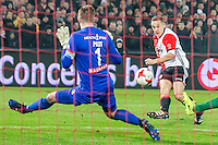 ROTTERDAM - Feyenoord - FC Groningen , Voetbal , Eredivisie , Seizoen 2016/2017 , Feijenoord stadion de Kuip , 11-02-2017 ,  Feyenoord speler Jens Toornstra (r) scoort de 2e langs FC Groningen keeper Sergio Padt (l)