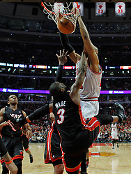 15.05.2011, UNITED CENTER, CHICAGO, USA, NBA, Chicago Bulls vs Miami Heat, im Bild Taj Gibson (R) dunks on Miami Heat guard Dwyane Wade (L) in game 1 of the NBA Eastern Conference Championships at the United Center in Chicago, EXPA Pictures © 2011, PhotoCredit: EXPA/ Newspix/ KAMIL KRZACZYNSKI +++++ ATTENTION - FOR AUSTRIA/ AUT, SLOVENIA/ SLO, SERBIA/ SRB an CROATIA/ CRO, SWISS/ SUI and SWEDEN/ SWE CLIENT ONLY +++++