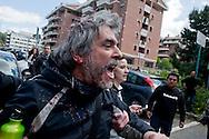 Roma 16 Aprile 2014<br /> Sgomberato palazzo in  via Baldassarre Castiglione alla Montagnola occupato nei giorni scorsi  dai movimenti per il diritto all'abitare da circa  200 persone, la polizia a caricato i manifestanti che protestano per lo sgombero, otto persone sono state ferite. Paolo Di Vetta, leader dei movimenti per il diritto all'abitare  ferito da una manganellata della polizia<br /> Rome April 16, 2014 <br /> Vacated the building in Via Baldassarre Castiglione,Montagnola district, busy in recent days by the movements for housing rights, by about 200 people, the police charged the demonstrators protesting the eviction, eight people were injured.Paolo Di Vetta, a leader of the movement for housing rights, wounded by a police truncheon