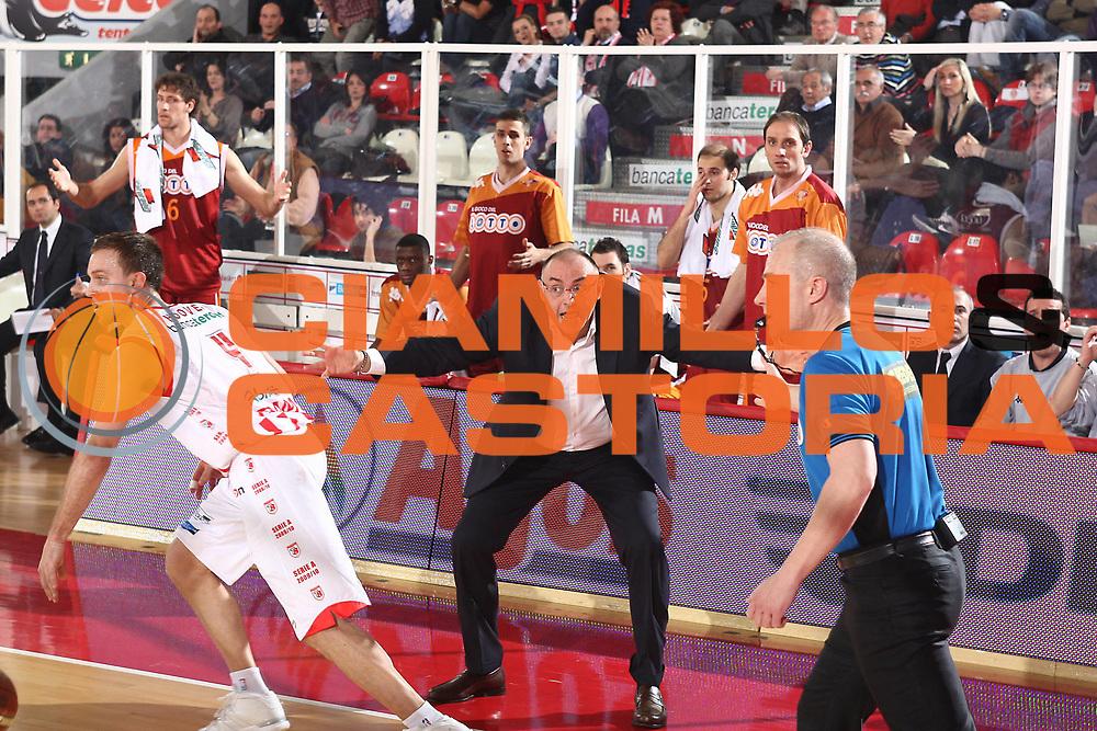 DESCRIZIONE : Teramo Lega A 2009-10 Bancatercas Teramo Lottomatica Virtus Roma<br /> GIOCATORE : Matteo Boniciolli<br /> SQUADRA : Lottomatica Virtus Roma<br /> EVENTO : Campionato Lega A 2009-2010 <br /> GARA : Bancatercas Teramo Lottomatica Virtus Roma<br /> DATA : 11/04/2010<br /> CATEGORIA : coach<br /> SPORT : Pallacanestro <br /> AUTORE : Agenzia Ciamillo-Castoria/C.De Massis<br /> Galleria : Lega Basket A 2009-2010 <br /> Fotonotizia : Teramo Lega A 2009-10 Bancatercas Teramo Lottomatica Virtus Roma<br /> Predefinita :