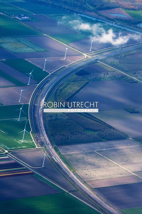 windmolen , windmolens uit de lucht , windenergie , zuinig  in de lelystad flevopolder . copyright robin utrecht