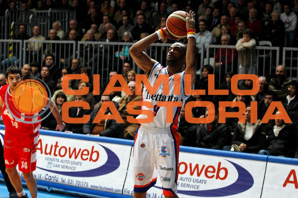 DESCRIZIONE : Cantu Lega A1 2007-08 Tisettanta Cantu Armani Jeans Milano<br /> GIOCATORE : Gerald Fitch<br /> SQUADRA : Tisettanta Cantu<br /> EVENTO : Campionato Lega A1 2007-2008<br /> GARA : Tisettanta Cantu Armani Jeans Milano<br /> DATA : 16/12/2007<br /> CATEGORIA : Tiro<br /> SPORT : Pallacanestro<br /> AUTORE : Agenzia Ciamillo-Castoria/G.Cottini