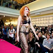 NLD/Amsterdam/20100314 -Modeshow Glamour Detox Your Wardrobe tbv Orange Babies, Christina Curry