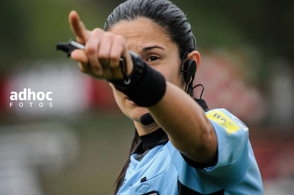 20160904/ Javier Calvelo - adhocFOTOS/ URUGUAY/ MONTEVIDEO/  DEPORTE - FUTBOL/ CAMPEONATO URUGUAYO ESPECIAL 2016 / 2 FECHA/ River Plate ante Boston River en el Parque Federico Saroldi con el arbitraje de Claudia Umpi&eacute;rrez por la segunda fecha del Campeonato Uruguayo Especial 2016. Claudia Umpi&eacute;rrez se converti&oacute; en la primera mujer de la historia en arbitrar un partido de la Primera Divisi&oacute;n Profesional de la Asociaci&oacute;n Uruguaya de F&uacute;tbol.<br /> En la foto: Claudia Umpi&eacute;rrez en el encuentro entre  River Plate ante Boston River en el Parque Federico Saroldi por la segunda del Campeonato Uruguayo Especial. Foto: Javier Calvelo/ adhocFOTOS