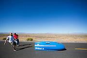 Ron Layman is onderweg in de Primal 2. In de vroege ochtend worden de kwalificaties gereden. In de buurt van Battle Mountain, Nevada, strijden van 10 tot en met 15 september 2012 verschillende teams om het wereldrecord fietsen tijdens de World Human Powered Speed Challenge. Het huidige record is 133 km/h.<br /> <br /> Ray Layman has started in the Primal 2. Near Battle Mountain, Nevada, several teams are trying to set a new world record cycling at the World Human Powered Vehicle Speed Challenge from Sept. 10th till Sept. 15th. The current record is 133 km/h.