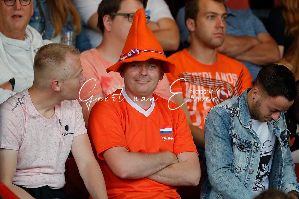 13-06-2017 VOETBAL:ORANJE VROUWEN-OOSTENRIJK:DEVENTER<br /> <br /> De oranje leeuwinnen wonnen met 3-0 van Oostenrijk in de Adelaarshorst in Deventer<br /> <br /> oranje supporters <br /> <br /> Foto: Geert van Erven
