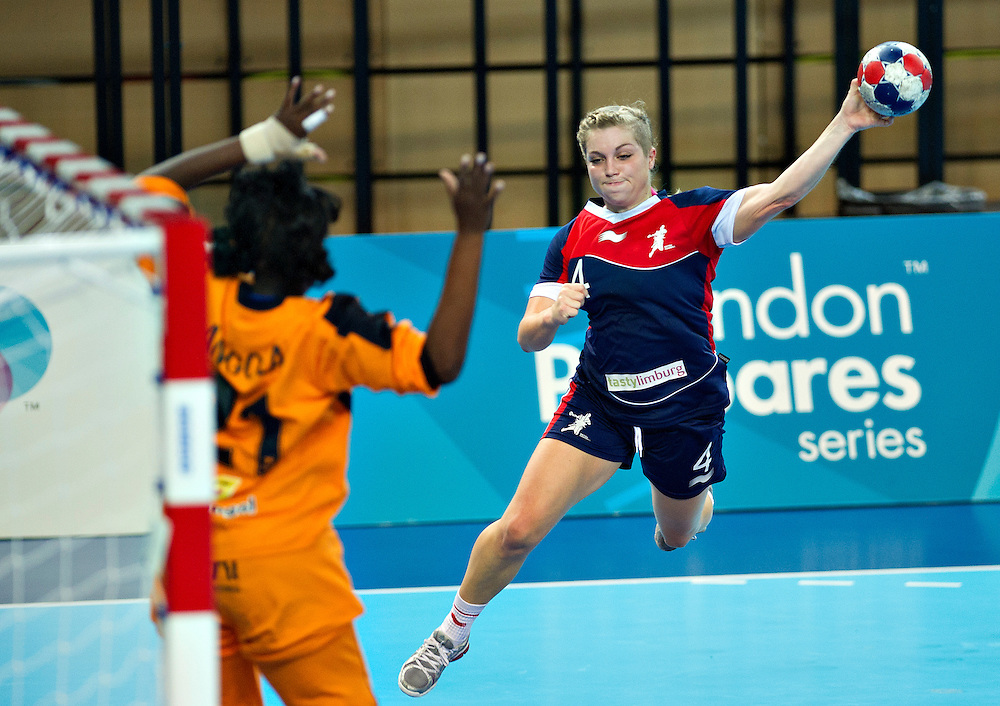 London Handball Cup - Great Bitain vs Angola -  Zoe vand der Weel (GB), Neyde Marisa Barbosa (ANG)