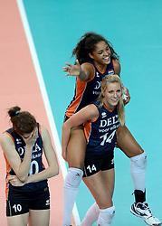 24-09-2014 ITA: World Championship Volleyball Thailand - Nederland, Verona<br /> Vreugde bij Celeste Plak en Laura Dijkema na de 3-0 overwinning op Thailand. Lonneke Sloetjes kan het schouwspel niet aanzien.