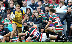 Luke Baldwin of Worcester Warriors is tackled by Harry Thacker and Jono Kitto of Leicester Tigers - Mandatory by-line: Robbie Stephenson/JMP - 08/10/2016 - RUGBY - Welford Road Stadium - Leicester, England - Leicester Tigers v Worcester Warriors - Aviva Premiership