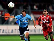 13-09-2008 VOETBAL:FC TWENTE:NEC NIJMEGEN:ENSCHEDE <br /> Peter Wisgerhof wordt opgejaagd door Kenneth Perez<br /> Foto: Geert van Erven