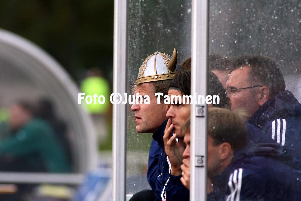 02.09.2007, Wikl?f Holding Arena, Mariehamn, Finland..Veikkausliiga 2007 - Finnish League 2007.IFK Mariehamn - FC Viikingit.Valmentaja Jari Europaeus (FC Viikingit) viikinkikyp?r? p??ss? .©Juha Tamminen.....ARK:k