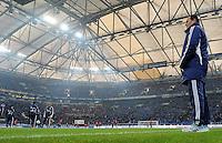 FUSSBALL   1. BUNDESLIGA   SAISON 2011/2012   20. SPIELTAG FC Schalke 04 - FSV Mainz 05                                  04.02.2012 Trainer Huub Stevens (FC Schalke 04) an der Seitenlinie in der Veltins Arena auf Schalke