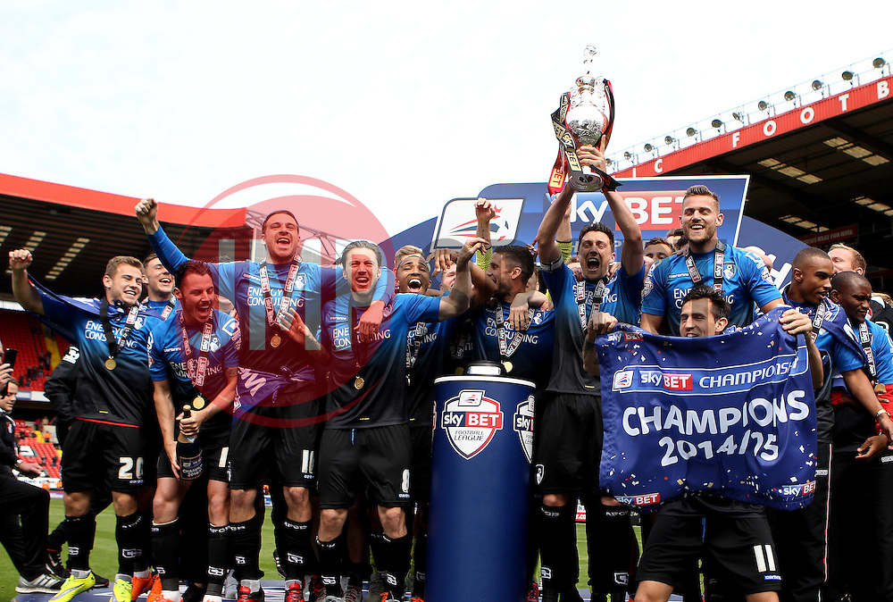 Bournemouth captain Tommy Elphick lifts the Sky Bet Championship trophy - Photo mandatory by-line: Robbie Stephenson/JMP - Mobile: 07966 386802 - 02/05/2015 - SPORT - Football - Charlton - The Valley - Charlton v AFC Bournemouth - Sky Bet Championsip