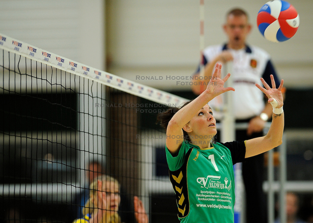 27-10-2012 VOLLEYBAL: VV ALTERNO - SETUP 65: APELDOORN<br /> Topsivisie vrouwen / Barbara Knap<br /> &copy;2012-FotoHoogendoorn.nl