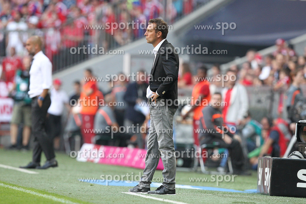 12.09.2015, Allianz Arena, Muenchen, GER, 1. FBL, FC Bayern Muenchen vs FC Augsburg, 4. Runde, im Bild enttaeuschung bei Chef-Trainer Markus Weinzierl (FC Augsburg) // during the German Bundesliga 4th round match between FC Bayern Munich and FC Augsburg at the Allianz Arena in Muenchen, Germany on 2015/09/12. EXPA Pictures &copy; 2015, PhotoCredit: EXPA/ Eibner-Pressefoto/ Kolbert<br /> <br /> *****ATTENTION - OUT of GER*****