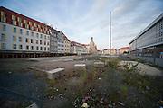 Baugrube am Neumarkt, Frauenkirche, Altstadt, Dresden, Sachsen, Deutschland | gap between buildings at Neumarkt, church of Our Lady, Dresden, Saxony, Germany,