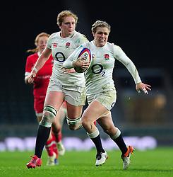 Danielle Waterman of England goes on the attack - Mandatory byline: Patrick Khachfe/JMP - 07966 386802 - 26/11/2016 - RUGBY UNION - Twickenham Stadium - London, England - England Women v Canada Women - Old Mutual Wealth Series.