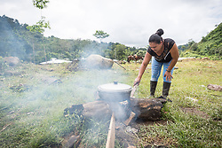 16 November 2018, San José de León, Mutatá, Antioquia, Colombia: Rosa prepares a meal of sarapa - rice and chicken wrapped in a Cachibou leaf - for 80 community members in San José de León. Following the 2016 peace treaty between FARC and the Colombian government, a group of ex-combatant families have purchased and now cultivate 36 hectares of land in the territory of San José de León, municipality of Mutatá in Antioquia, Colombia. A group of 27 families first purchased the lot of land in San José de León, moving in from nearby Córdoba to settle alongside the 50-or-so families of farmers already living in the area. Today, 50 ex-combatant families live in the emerging community, which hosts a small restaurant, various committees for community organization and development, and which cultivates the land through agriculture, poultry and fish farming. Though the community has come a long way, many challenges remain on the way towards peace and reconciliation. The two-year-old community, which does not yet have a name of its own, is located in the territory of San José de León in Urabá, northwest Colombia, a strategically important corridor for trade into Central America, with resulting drug trafficking and arms trade still keeping armed groups active in the area. Many ex-combatants face trauma and insecurity, and a lack of fulfilment by the Colombian government in transition of land ownership to FARC members makes the situation delicate. Through the project De la Guerra a la Paz ('From War to Peace'), the Evangelical Lutheran Church of Colombia accompanies three communities in the Antioquia region, offering support both to ex-combatants and to the communities they now live alongside, as they reintegrate into society. Supporting a total of more than 300 families, the project seeks to alleviate the risk of re-victimization, or relapse into violent conflict.