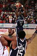 DESCRIZIONE : Teramo Lega A1 2006-07 Siviglia Wear Teramo Climamio Fortitudo Bologna <br /> GIOCATORE : Digbeu <br /> SQUADRA : Climamio Fortitudo Bologna <br /> EVENTO : Campionato Lega A1 2006-2007 <br /> GARA : Siviglia Wear Teramo Climamio Fortitudo Bologna <br /> DATA : 22/04/2007 <br /> CATEGORIA : Tiro <br /> SPORT : Pallacanestro <br /> AUTORE : Agenzia Ciamillo-Castoria/G.Ciamillo <br /> Galleria : Lega Basket A1 2006-2007 <br />Fotonotizia : Teramo Campionato Italiano Lega A1 2006-2007 Siviglia Wear Teramo Climamio Fortitudo Bologna <br />Predefinita :