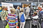 Nederland, Utrecht, 21-9-2017 Ouderen, senioren, bekijken een camper op de 50plus beurs. Campers genieten grote belangstelling onder oudere mensen.Foto: Flip Franssen