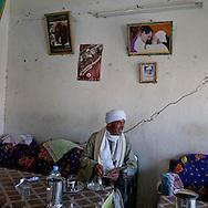 cafe restaurant, Thebes side  Louxor - Egypte    /  cafe , la rive thebaine  Louqsor - Egypt   /  LOUX017