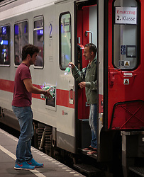 13.09.2015, Hauptbahnhof Salzburg, AUT, Fluechtlinge am Hauptbahnhof Salzburg auf ihrer Reise nach Deutschland, im Bild ein freiwilliger Helfer versorgt einen Flüchtling mit Wasser // A volunteer serving a refugee water. According to reports thousands of refugees fleeing violence and persecution in their own countries continue to make their way toward the EU, just days before Euopean leaders are set to meet in Brussels to discuss a solution to the arrival of so many people, Main Train Station, Salzburg, Austria on 2015/09/13. EXPA Pictures © 2015, PhotoCredit: EXPA/ JFK