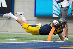 BERKELEY, CA - SEPTEMBER 12:  Tight end Raymond Hudson #11 of the California Golden Bears dives short of the end zone during the second quarter against the San Diego State Aztecs at California Memorial Stadium on September 12, 2015 in Berkeley, California. (Photo by Jason O. Watson/Getty Images) *** Local Caption *** Raymond Hudson