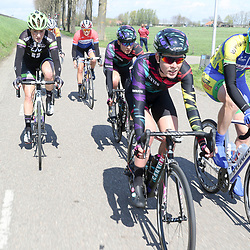 16-04-2016: Wielrennen: IJsseldelta Topcompetitie vrouwen: ZwolleZWOLLE (NED) wielrennen Wind was in deze editie de grootste tegenstanders van de vrouwen.