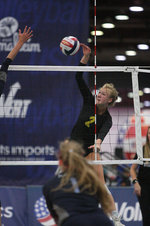 GJNC - July 2018 - Detroit, MI - 17 National - Michio (blue) - IA Rockets (black and yellow) - TIV (black and white) - Photo by Wally Nell/Volleyball USA