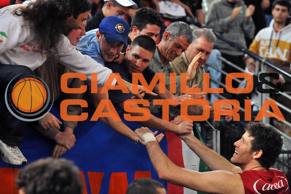DESCRIZIONE : Roma Lega A 2008-09 Lottomatica Virtus Roma Armani Jeans Milano<br /> GIOCATORE : Angelo Gigli<br /> SQUADRA : Lottomatica Virtus Roma<br /> EVENTO : Campionato Lega A 2008-2009 <br /> GARA : Lottomatica Virtus Roma Armani Jeans Milano<br /> DATA : 26/04/2009<br /> CATEGORIA : Esultanza<br /> SPORT : Pallacanestro <br /> AUTORE : Agenzia Ciamillo-Castoria/G.Vannicelli<br /> Galleria : Lega Basket A1 2008-2009<br /> Fotonotizia : Roma Lega A 2008-2009 Lottomatica Virtus Roma Armani Jeans Milano<br /> Predefinita :