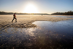 © Licensed to London News Pictures. 19/01/2020. London, UK. Runners enjoy a frosty start to the day in Wimbledon Common as forecasters predict below zero mornings for the week ahead. Photo credit: Alex Lentati/LNP