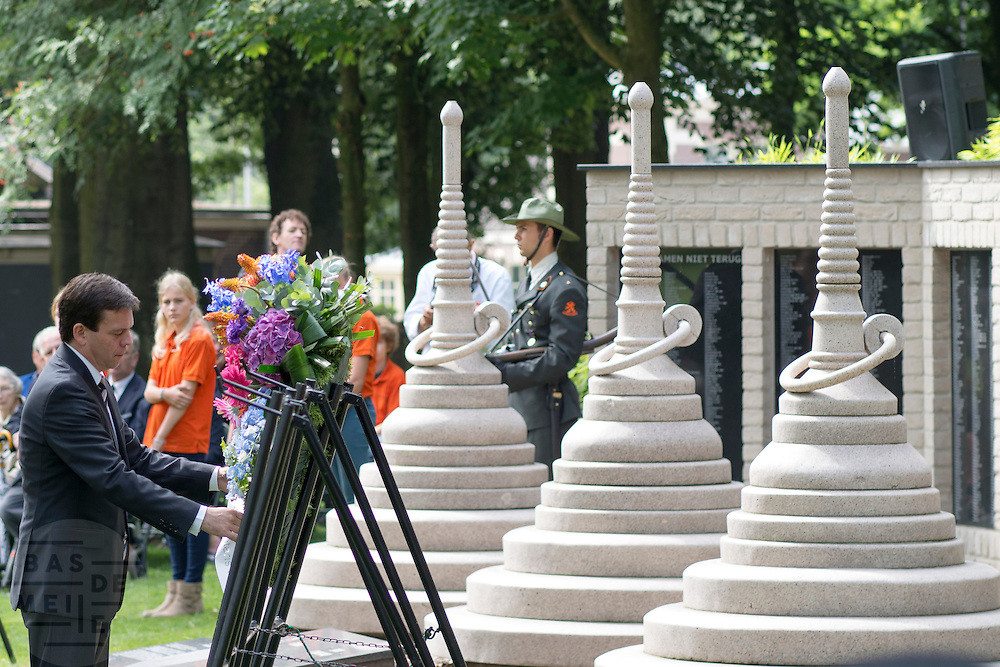 In Arnhem worden op het landgoed van Het Koninklijk Tehuis voor Oud-Militairen en Museum Bronbeek de slachtoffers van de Birma Siam en de Pakanbaru spoorlijnen herdacht. Bij de aanleg van deze twee 'dodenspoorwegen' tijdens de Tweede Wereldoorlog zijn veel slachtoffers gevallen onder de dwangarbeiders die door de Japanse bezetter tewerk zijn gesteld.<br /> <br /> In Arnhem at the property of The Royal Home for Former Soldiers and Museum Bronbeek the victims of Burma and Siam railway Pakanbaru are commemorated. In the construction of these two 'dead railways' during World War II, many casualties among the convicts who are employed by the Japanese are made​​.