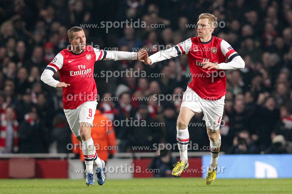 19.02.2013, Emirates Stadion, London, ENG, UEFA Champions League, FC Arsenal vs FC Bayern Muenchen, Achtelfinale Hinspiel, im Bild Lukas PODOLSKI (FC Arsenal London - 9) jubelt, freut sich, Jubel, Freude zusammen mit Per MERTESACKER (FC Arsenal London - 4) seinen Anschlusstreffer zum 1-2 // during the UEFA Champions League last sixteen first leg match between Arsenal FC and FC Bayern Munich at the Emirates Stadium, London, Great Britain on 2013/02/19. EXPA Pictures © 2013, PhotoCredit: EXPA/ Eibner/ Ben Majerus..***** ATTENTION - OUT OF GER *****