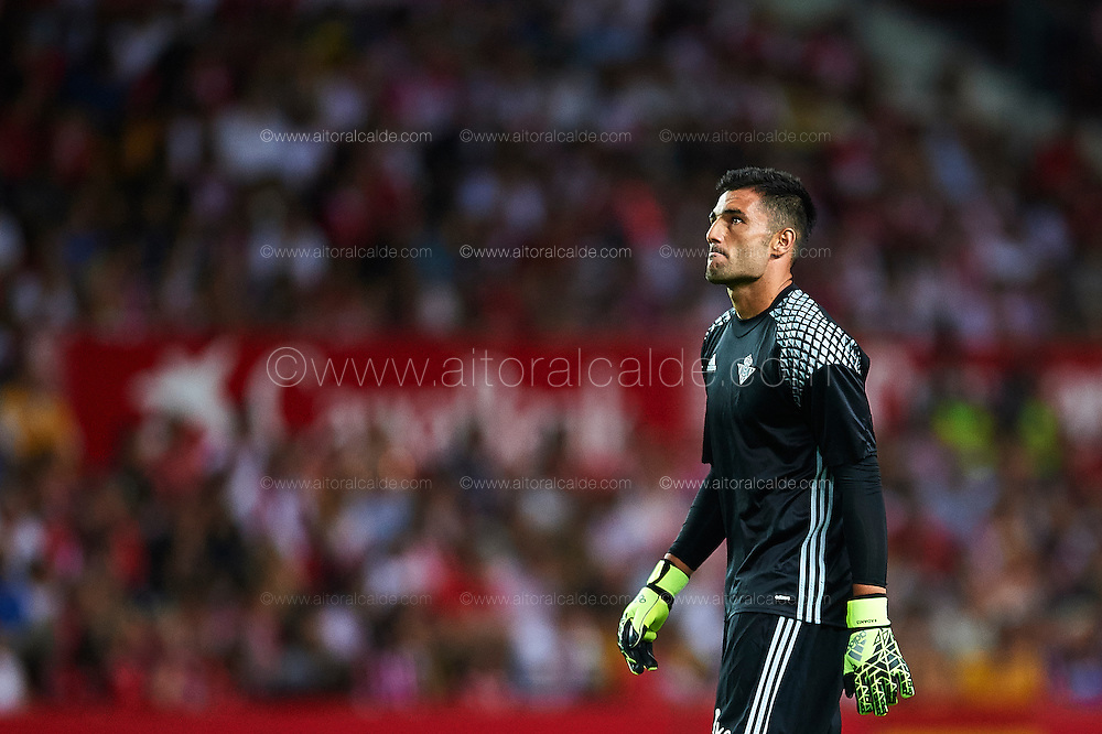SEVILLE, SPAIN - SEPTEMBER 20:  Antonio Adan of Real Betis Balompie looks on during the match between Sevilla FC vs Real Betis Balompie as part of La Liga at Estadio Ramon Sanchez Pizjuan on September 20, 2016 in Seville, Spain.  (Photo by Aitor Alcalde Colomer/Getty Images)