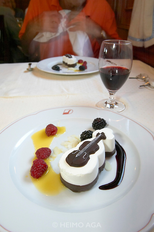 "Dessert with chocolate violin aboard the ""Lili Marleen"" (luxurious sailing ship of Deilmann Cruises) lying at Travemu?nde during dinner."
