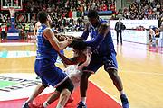 DESCRIZIONE: Varese Lega A 2015-16 <br /> Openjobmetis Varese vs Enel Brindisi <br /> GIOCATORE: Chris Wright O.D. Anosike<br /> CATEGORIA: curiosita'  mani<br /> SQUADRA: Openjobmetis Varese Enel Brindisi<br /> EVENTO: Campionato Lega A 2015-2016<br /> GARA: Openjobmetis Varese Enel Brindisi<br /> DATA: 20.03.2016<br /> SPORT: Pallacanestro<br /> AUTORE: Agenzia Ciamillo-Castoria/A. Ossola<br /> Galleria: Lega Basket A 2015-2016<br /> Fotonotizia: Varese Lega A 2015-16 <br /> Openjobmetis Varese Enel Brindisi