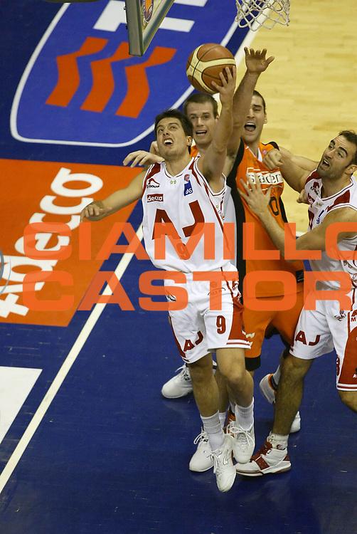 DESCRIZIONE : Milano Lega A1 2005-06 Armani Jeans Olimpia Milano Snaidero Udine<br /> GIOCATORE : Bulleri<br /> SQUADRA : Armani Jeans Olimpia Milano<br /> EVENTO : Campionato Lega A1 2005-2006 <br /> GARA : Armani Jeans Olimpia Milano Snaidero Udine <br /> DATA : 28/12/2005 <br /> CATEGORIA : Tiro <br /> SPORT : Pallacanestro <br /> AUTORE : Agenzia Ciamillo-Castoria/G.Cottini <br /> Galleria : Lega Basket A1 2005-2006<br /> Fotonotizia : Milano Campionato Italiano Lega A1 2005-2006 Armani Jeans Olimpia Milano Snaidero Udine<br /> Predefinita :