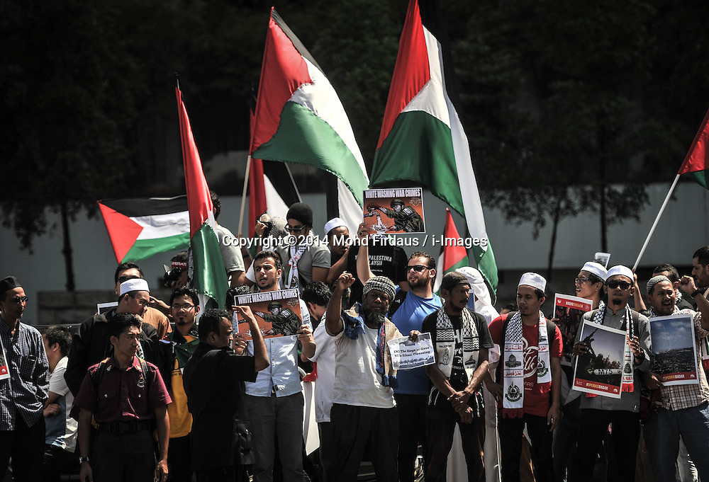 Image licensed to i-Images Picture Agency. 18/07/2014. Kuala Lumpur,Malaysia. Demonstrators shout slogans as they protest against Israel's military action in Gaza during a demonstration in front of the US embassy in Kuala Lumpur on July 18, 2014.  Picture by Mohd Firdaus / i-Images