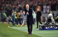 FUSSBALL CHAMPIONS LEAGUE  SAISON 2015/2016 ACHTELFINAL HINSPIEL AS Rom - Real Madrid                 17.02.2016 Trainer Zinedine Zidane (Real Madrid)