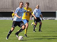 FODBOLD: Nicklas Jonassen (Helsingør) fører bolden frem under kampen i Danmarksserien, pulje 1, mellem Elite 3000 Helsingør og NB Bornholm den 30. august 2009 på Helsingør Stadion. Foto: Claus Birch