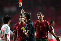Fotball. VM 2002. 14.06.2002.<br /> Portugal v Sør-Korea 0-1.<br /> Beto fra Portugal får det røde kortet av dommer Angel Sanches fra Argentina.<br /> Foto: Guy Jeffroy, Digitalsport