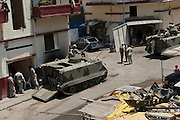 Presence of Lebanese army tanks on the Syria Street between the Sunni and Alawite communities. Tripoli, Lebanon...Présence des blindés de l'armée Libanaise dans la rue de Syrie séparant les 2 communautés sunnite et alaouite.