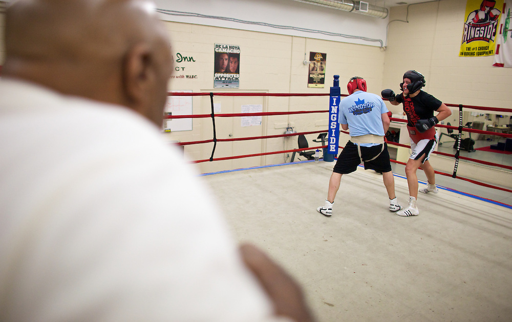 Windsor, Ontario ---10-05-06--- Reigning World Welterweight Champion, Mary Spencer, right, spars with a male fighter from her club  as her coach Charlie Stewart looks on during a training session at the Windsor Amateur Boxing Club in Windsor, Ontario, May 6, 2010.<br /> GEOFF ROBINS The Globe and Mail