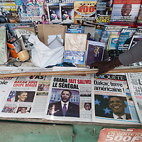 """26/06/2013.  Dakar. Senegal. Le jour de l'arrivée de Obama. La plupart des journaux locaux ont choisi l'arrivée du président américain et ses conséquences pour leurs """"Une"""". ©Sylvain Cherkaoui/Cosmos"""